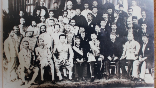Thai Princes and Nobles and members of the Kedah Royal Family at Chakrabongse House at the turn of 19th century - photo by Kim Gooi copied from the original in Koe Guan Foundation, Beach Street, Penang in year 2000