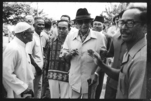 Image result for Photo Journalist Kim Gooi with Tunku Abdul Rahman
